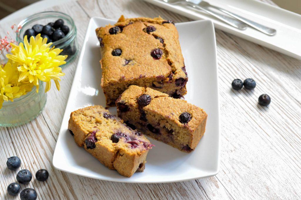 vegan blueberry bread with yoghurt