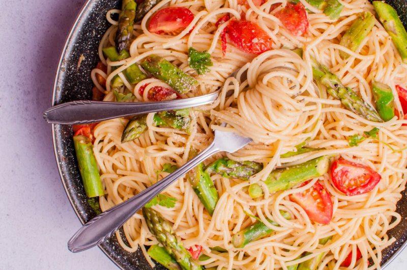 Vegan Asparagus and Tomato Pasta - 10 minute meals